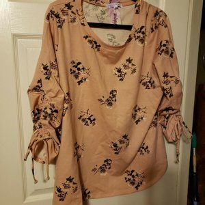 Triuhuology 2X Top NWT pink/ Rose Floral Pull-over